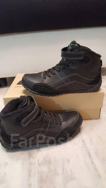 Кроссовки. ботинки. 37