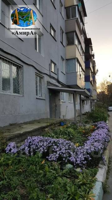 3-комнатная, улица Космонавтов 21. Тихая, проверенное агентство, 61 кв.м. Дом снаружи
