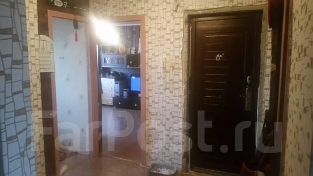 3-комнатная, улица Каштановая 15. Чуркин, частное лицо, 67 кв.м. Комната