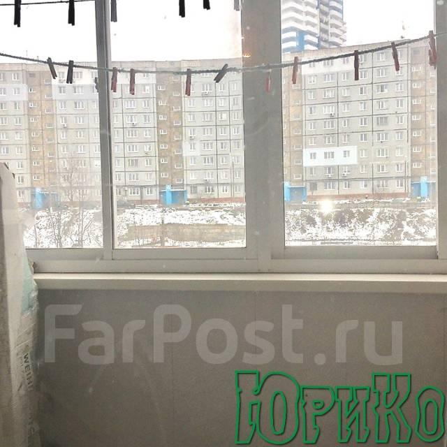 2-комнатная, улица Сабанеева 15. Баляева, агентство, 51 кв.м. Вид из окна днём