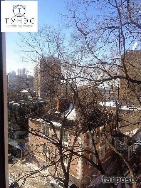 2-комнатная, улица Уборевича 17. Центр, проверенное агентство, 55 кв.м. Вид из окна днём