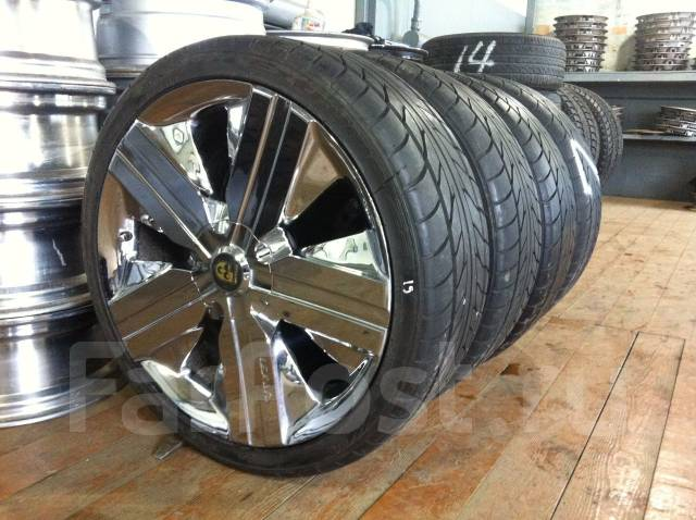 Колеса Lexani R20; Nitto NT555 245/35R20. 8.5x20 5x114.30 ET38 ЦО 72,0мм.