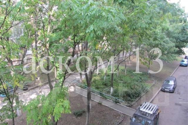 4-комнатная, улица Овчинникова 6. Столетие, агентство, 86 кв.м. Вид из окна днём