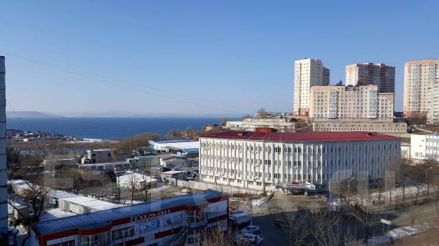 1-комнатная, улица Кирова 20а. Вторая речка, агентство, 33 кв.м. Вид из окна днём