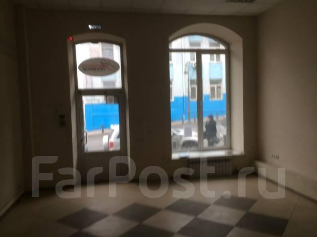 Сдается помещение в центре Владивостока. Проспект Океанский 30, р-н Центр, 75 кв.м., цена указана за квадратный метр в месяц. Вид из окна