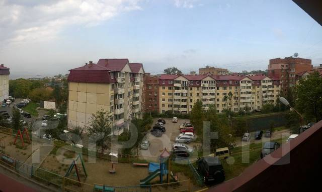 4-комнатная, улица Вострецова 10б. Столетие, частное лицо, 91 кв.м. Вид из окна днём