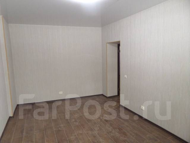 "3-комнатная, улица Агеева 28. Ресторан ""Марко Поло"", агентство, 80 кв.м. Комната"