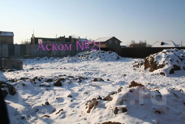 Продаётся земельный участок в Артеме. 750 кв.м., собственность, электричество, вода, от агентства недвижимости (посредник). Фото участка