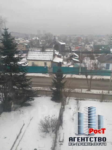 1-комнатная, улица Ульяновская 11. Центр, агентство, 33 кв.м. Вид из окна днём