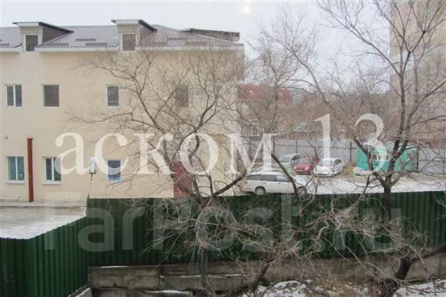 Гостинка, улица Корнилова 11. Столетие, агентство, 13 кв.м. Вид из окна днём