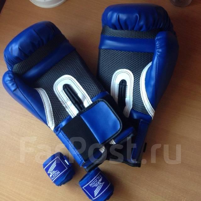 Перчатки боксерские Everlast + Бинты