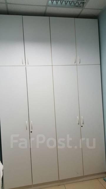Шкафы и кабинки.
