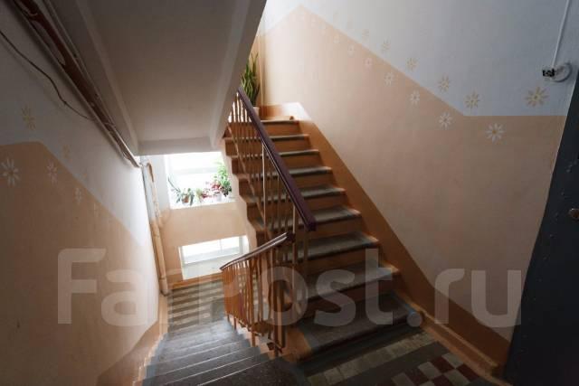 2-комнатная, улица Тургенева 62. Центральный, 45 кв.м. Подъезд внутри