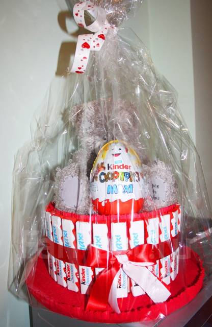 Новогодний торт из киндеров с игрушкой. Под заказ