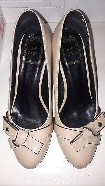 Туфли у сумочка