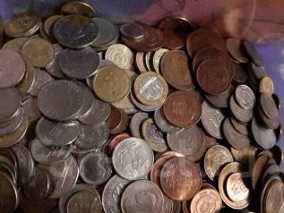 50 разных иностранных монет одним лотом.