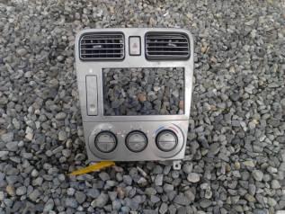 Кронштейн климат-контроля. Subaru Forester, SG5 Двигатели: EJ202, EJ205