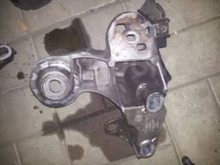Кронштейн опоры двигателя. Audi: S6, A4, A6, RS4, S4 Двигатели: ACK, AEB, AFB, AFN, AFY, AGA, AGB, AGE, AHA, AJG, AJK, AJL, AJM, AJP, AKC, AKE, AKN, A...