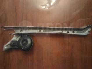 Планка радиатора. Toyota Prius, NHW20