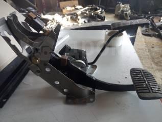 Педаль тормоза. Subaru Legacy, BL5, BLE, BP5, BP9, BPE Двигатели: EJ203, EJ20C, EJ20X, EJ253, EJ30D