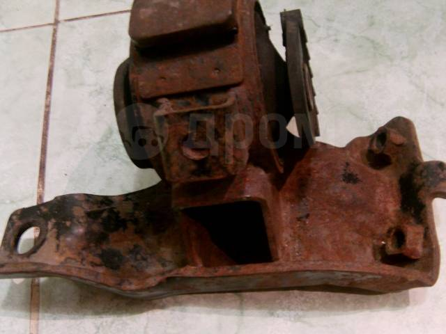 Подушка Toeta под ДВС со стороны АКПП. 5A-Fe. 4A-Fe. Toyota Corolla, AE100, AE100G, AE101, AE101G, AE102, AE103, AE104, AE104G, AE109, AE109V, AE110...