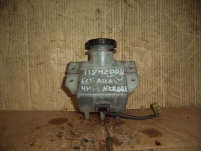 Бачок для тормозной жидкости. Isuzu Elf Двигатели: 4HF1, 4HF1N, 4HF1S, 4HG1, 4HG1T, 4JG2