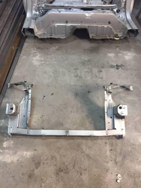 Рамка радиатора. Toyota Prius, NHW20
