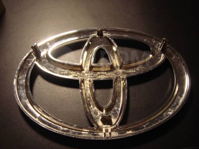 Эмблема решетки. Toyota Camry, ACV51, ASV50, ASV51, GSV50 Двигатели: 1AZFE, 2ARFE, 2GRFE, 6ARFSE