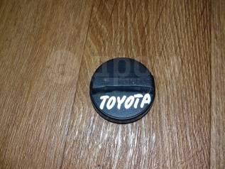 Крышка маслозаливной горловины. Toyota: Regius Ace, Platz, Avensis, Corolla, MR-S, Probox, Innova, Yaris Verso, Dyna, Tundra, Raum, Vista, Mark II Wag...