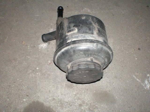 Бачок гидроусилителя руля. Toyota ToyoAce, LY101, LY102, LY111, LY112, LY121, LY122, LY131, LY132, LY151, LY152, LY161, LY162, LY201, LY202, LY211, LY...