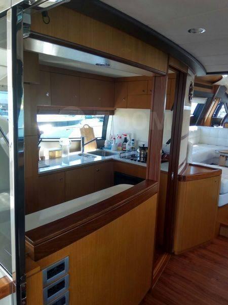 Прогулка на яхте Ferretti 631 VIP. 12 человек, 40км/ч
