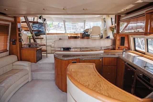 Аренда катера VIP-класса Sunseeker от 7500 рублей в час. 12 человек, 65км/ч