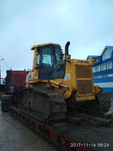 Komatsu D63E-12. Бульдозер