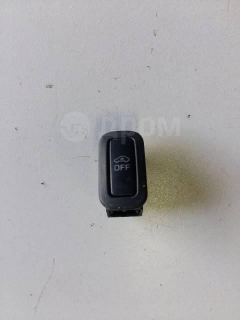Кнопка включения аварийной сигнализации. Volkswagen: Passat, Touareg, Eos, Jetta, Scirocco, Tiguan, Sharan, Amarok, Passat CC, Touran, Golf, Beetle, F...