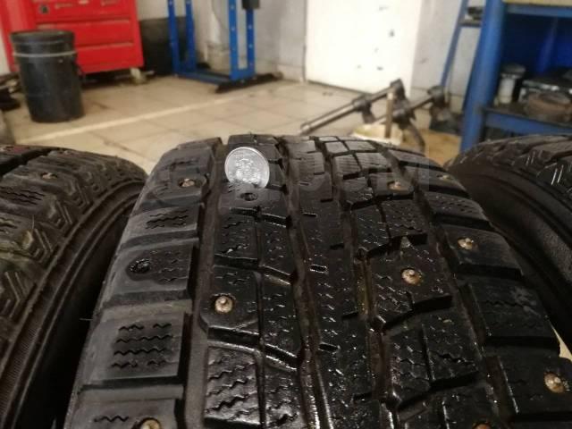 Dunlop. Зимние, шипованные, 2013 год, 40%, 8 шт
