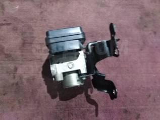 Блок управления abs. Toyota Wish, ZNE10, ZNE10G Двигатель 1ZZFE