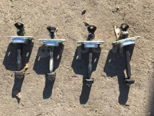 Ограничитель двери. Toyota Premio, AZT240, NZT240, ZZT240, ZZT245 Toyota Mark II Wagon Blit, GX110, GX110W, GX115, GX115W, JZX110, JZX110W, JZX115, JZ...