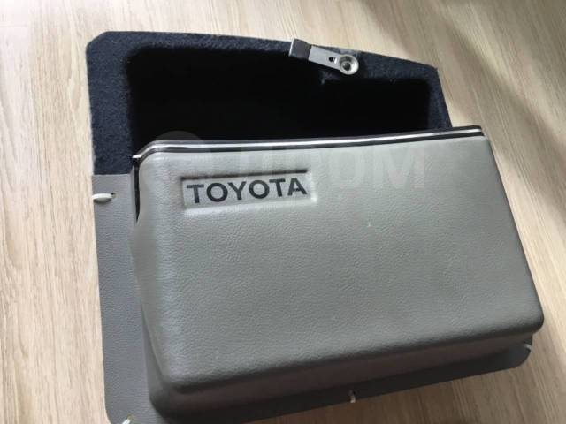 Редкий оригинальный бардачок в багажник Toyota Gx71. Oldschool