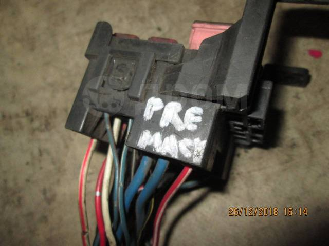 Блок предохранителей, реле салона. Mazda Premacy, CP8W