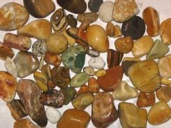 Камни.