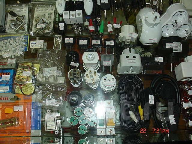 'Радиотовары' в ТЦ 'Зеленые кирпичики' батарейки, бинокли , телескопы,