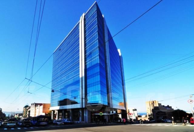 Бизнес-центры. 105кв.м., проспект Океанский 17, р-н Центр. Дом снаружи