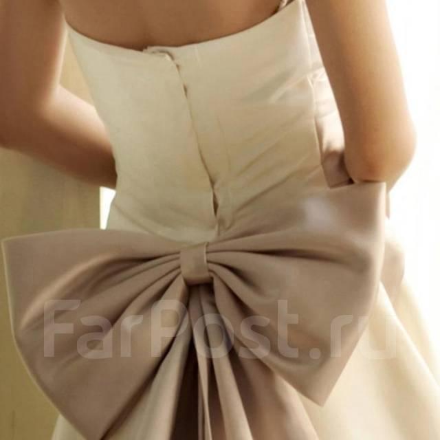 Платье с большим бантом сзади