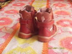 Много обуви на девочку. 23
