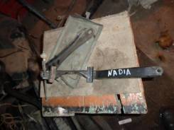 Крепление аккумулятора. Toyota Nadia, 10 Двигатели: 3SFSE, 3SFE, 3S