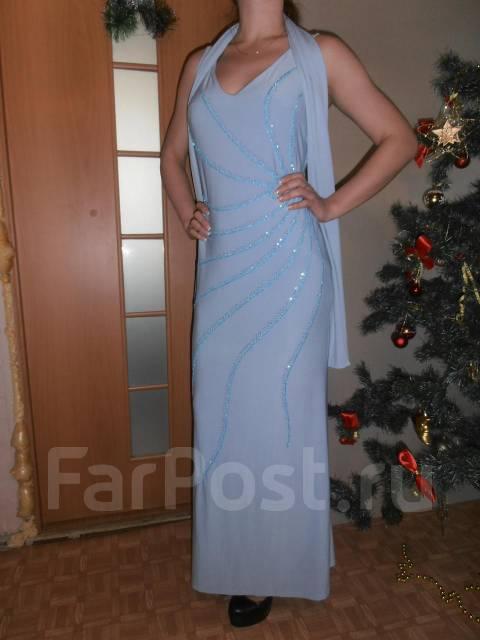 Вечернее платье с шарфом
