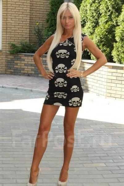 блондинка в мини платье фото