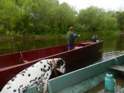 Продам лодка деревянная плоскодонная 8 м. 2012 год, двигатель подвесной, бензин