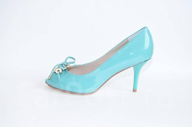 a17c7e5fa3f8 Туфли Dior нежно зеленого цвета на маленьком каблуке - Обувь во ...