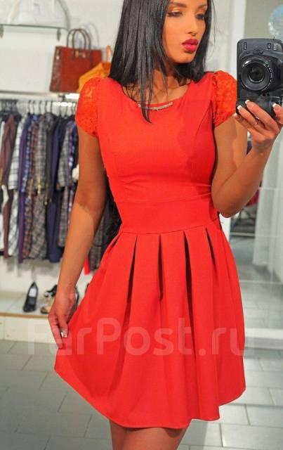 Платье красное с расклешенной юбкой